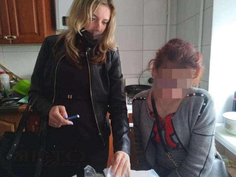 У Володимирі багатодітна матір пиячить і не доглядає за малюками