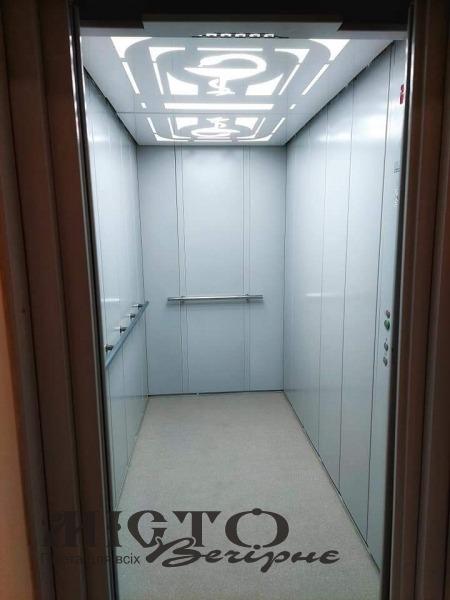 У Володимир-Волинському ТМО запрацював новий сучасний лікарняний ліфт
