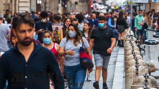 В Італії скасували обов'язкове носіння масок на вулиці