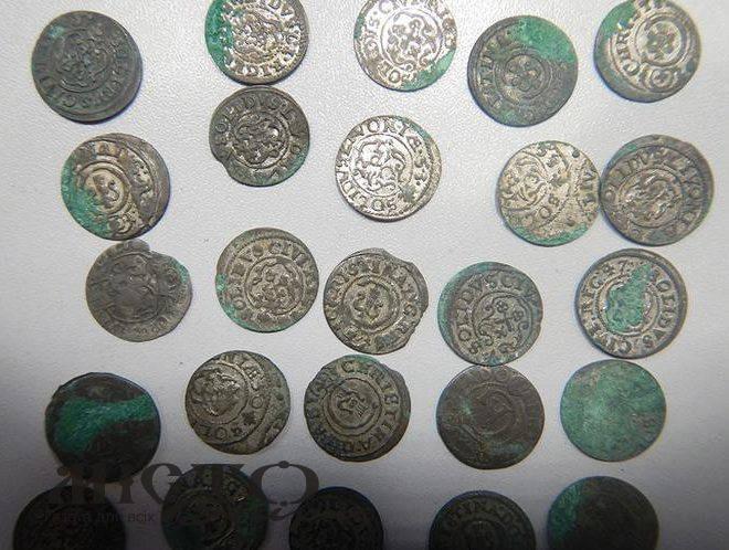 У Луцьку через «УКРПОШТУ» старовинні монети намагалися переправити до Польщі