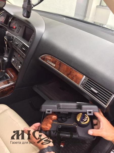 На Устилузі в автівці, що їхала у Польщу, виявили зброю та набої