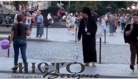 Блогер у рясі зняв провокативне відео у центрі Львова