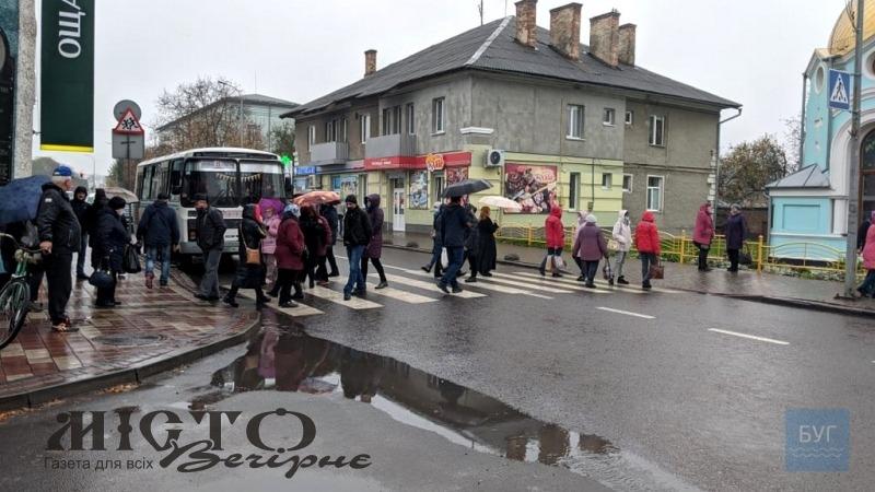 У Володимирі працівники ринку перекривали догору
