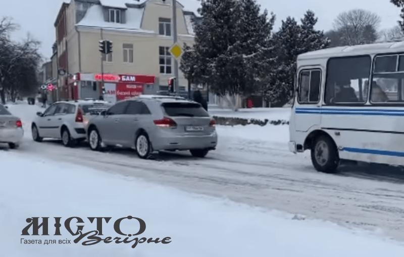 У Володимирі на світлофорі зіткнулись два легковики