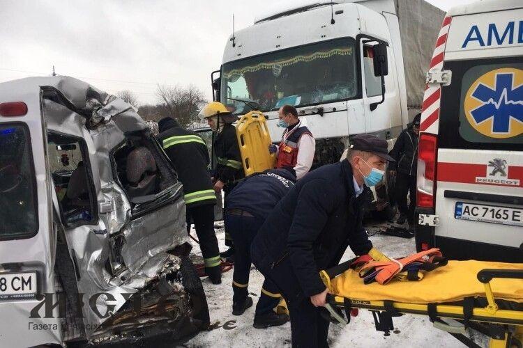 У Нововолинську з авто, яке потрапило у ДТП, вирізали пасажирку