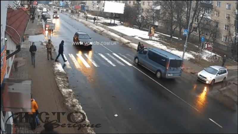 У Володимирі бус збив пішохода