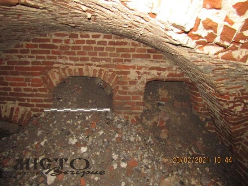 Археологи почали досліджувати провалля біля міськради у Володимирі