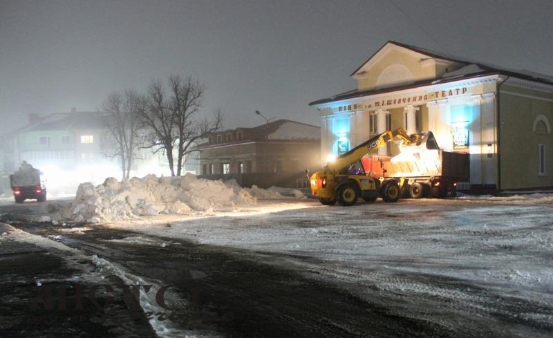 У Володимирі-Волинському продовжують роботи з очищення вулиць від снігу