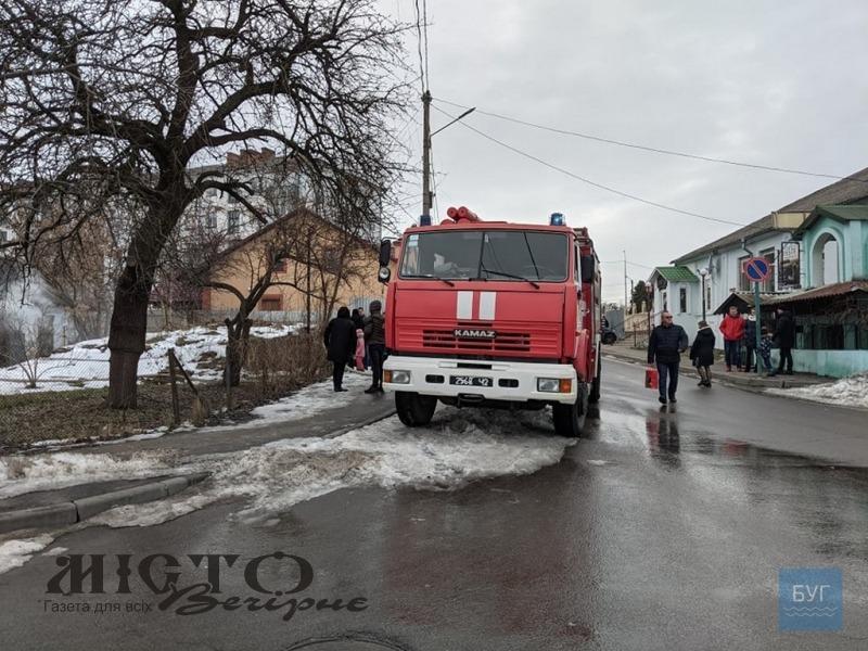 У Володимирі сталася пожежа: вогнеборці врятували жінку
