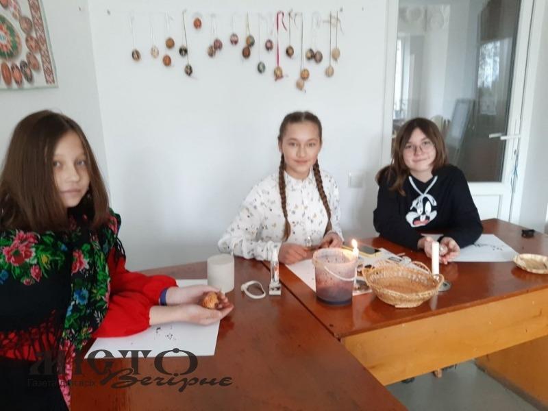 Учні дитячої художньої школи перемогли у міжнародному конкурсі писанкарства