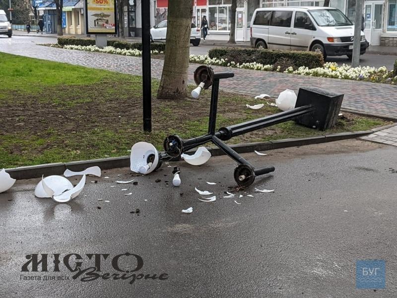 У Володимирі на водія, який збив вуличний світильник, склали 4 протоколи
