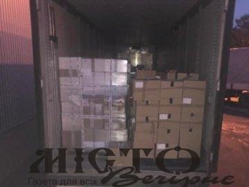 На «Ягодині» у фурі знайшли контрабандний одяг