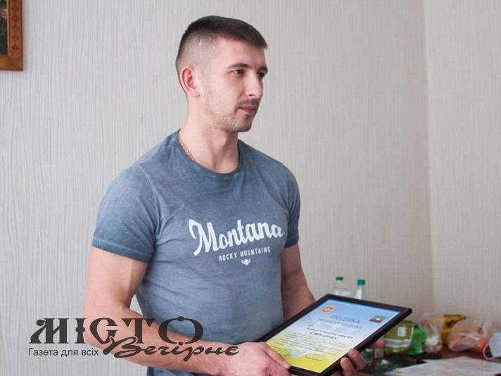 У Володимирі та Нововолинську збирають підписи для представлення до нагороди поліцейського Тараса Слюсарука