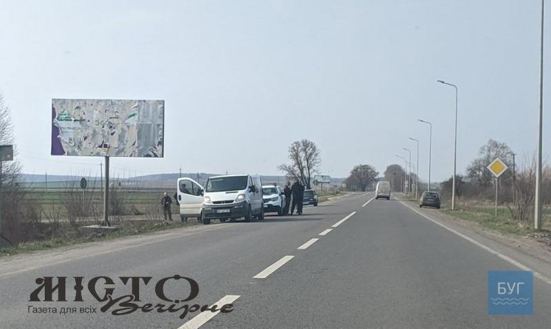 На дорозі до Володимира зупинили бус з людьми, яких підозрюють у скоєнні злочину в Нововолинську