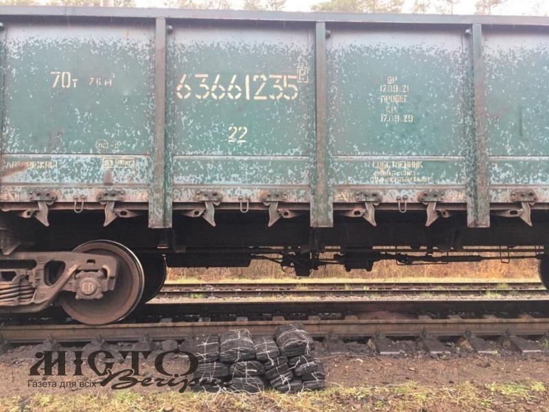 На залізничному ПП «Володимир-Волинський» у потязі знайшли контрабандні цигарки