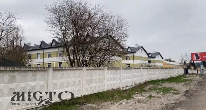 Активіст з Володимира показав, як виглядають новозбудовані казарми для захисників та звернувся до президента