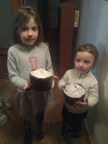 Волонтерки з Володимира напекли смаколиків бійцям на сході