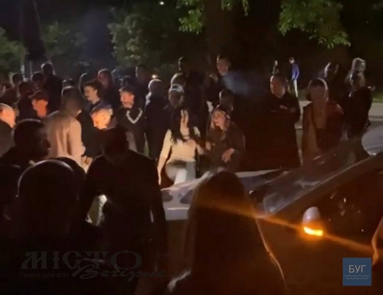 Біля Золотої підкови у Володимирі вночі дебоширила молодь