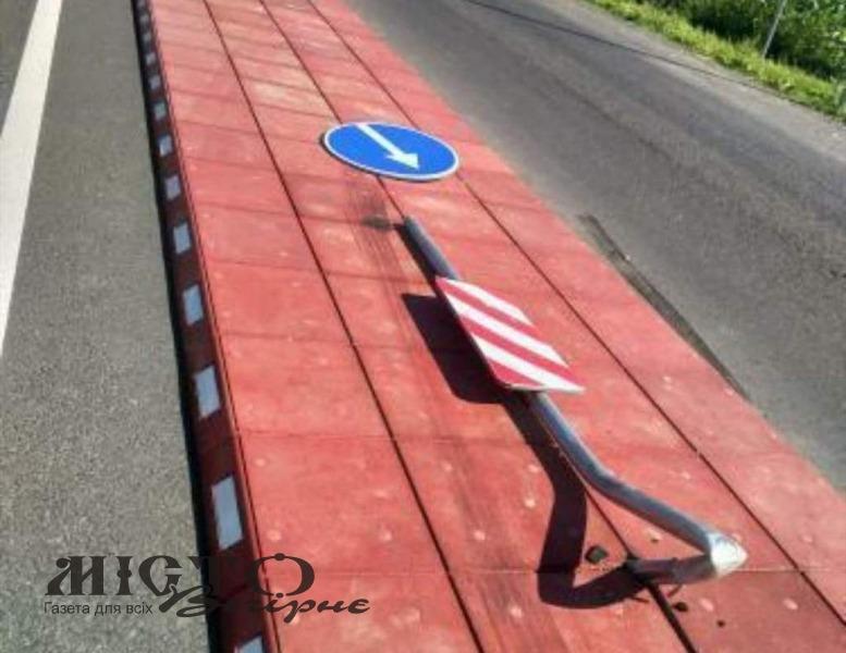 На в'їзді до Володимира зі сторони Устилуга збили нещодавно встановлений знак