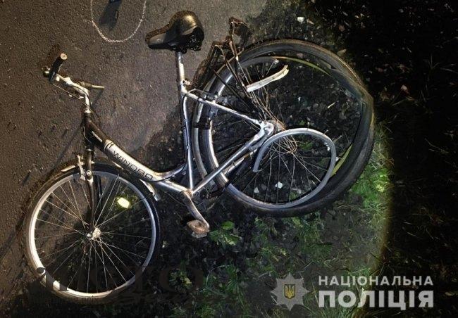 Між селами Овадне та Сусваль BMW на смерть збив велосипедиста