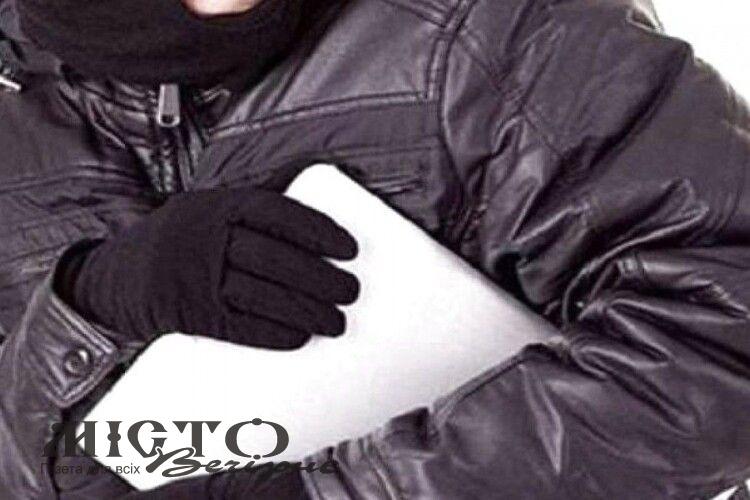Житель Ковеля викрав ноутбук з магазину у Володимирі