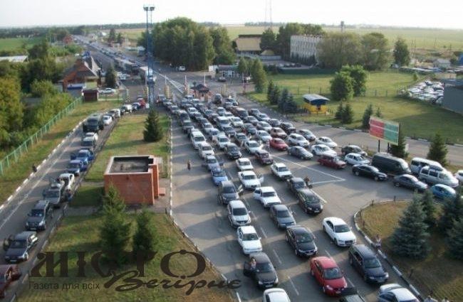 На польському кордоні в одному автобусі затримали 14 українців