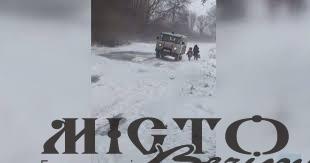 У лісі біля села Бужанка в сніговому заметі затрягла «швидка» з хворим