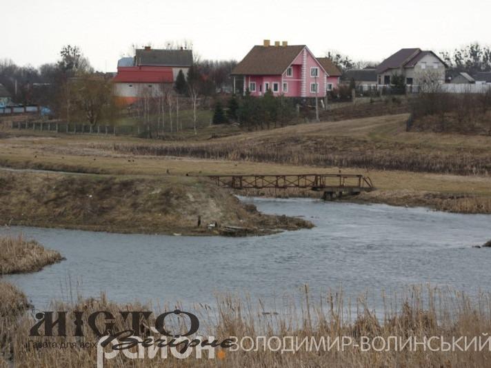 Голова громади Володимира пояснив, коли можуть розпочатися очисні роботи на річці Луга