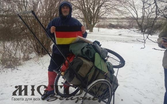 Українець пройшов пішки 1180 км