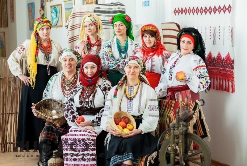 У Володимирі викладачки педколеджу створили мистецький фотопроєкт до Дня вишиванки