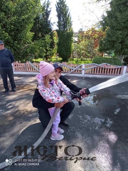 У Володимирі рятувальники провели для школярів екскурсії до Дня захисту дітей