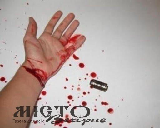 У Володимирі жінка намагалася порізати собі вени