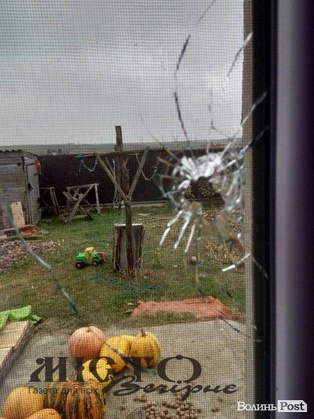 У вікно будинку під Луцьком влучила куля