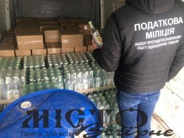 У Володимирі-Волинському затримали авто з масштабною партією фальсифікованого алкоголю