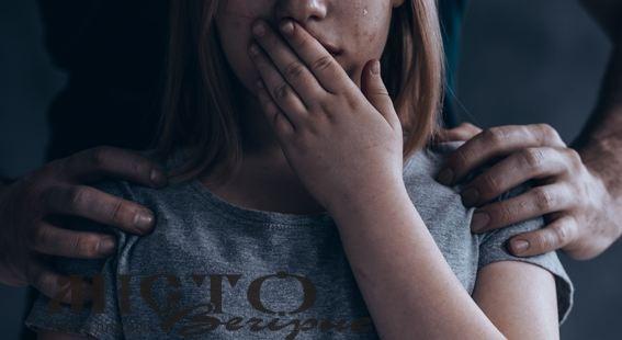 Жінка, яка до синців і струсу мозку побила власну доньку, не відповідатиме за це, бо покаялася