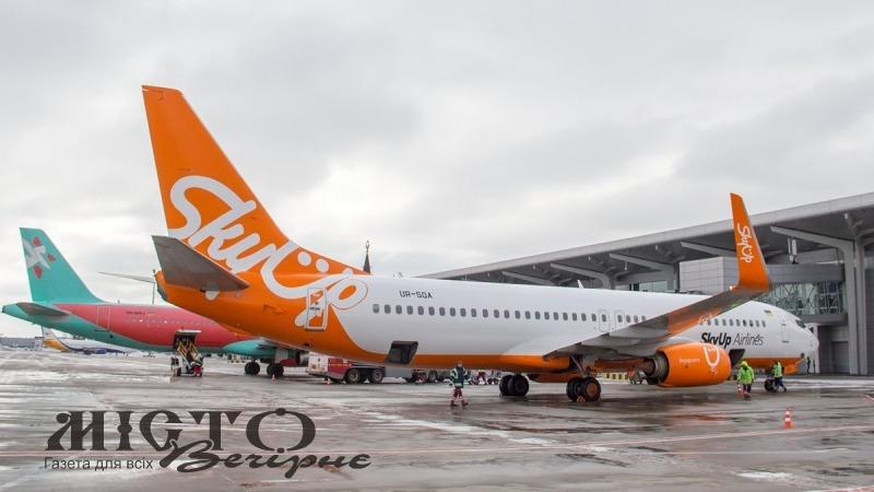 Літак SkyUp знову зламався дорогою із Занзібару