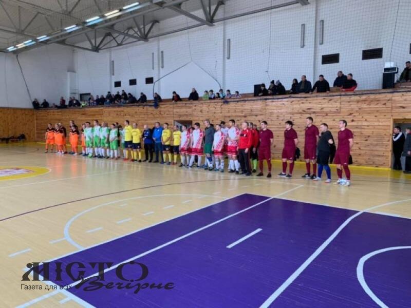 У спорткомплексі ВНУ розпочався турнір з футзалу серед ветеранів пам'яті Миколи Романюка
