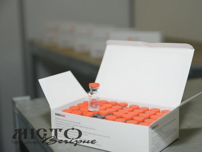 На Волинь привезли понад дві тисячі доз китайської вакцини від коронавірусу