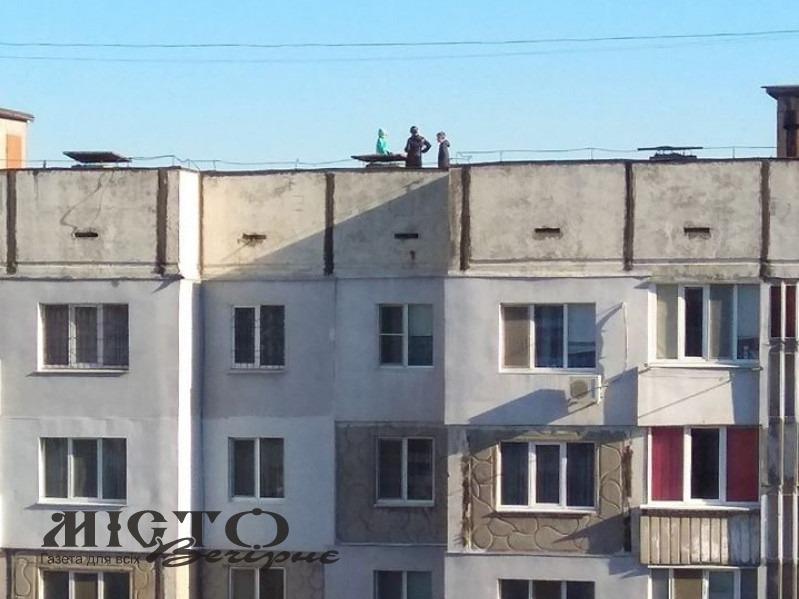 У Володимирі діти розважалися на даху багатоповерхівки