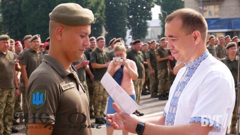 У Володимирі урочисто зустріли захисників, які повернулися зі Сходу