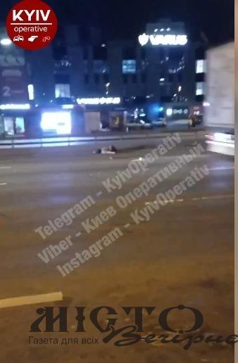 У Києві пішохода переїхало кілька автомобілів