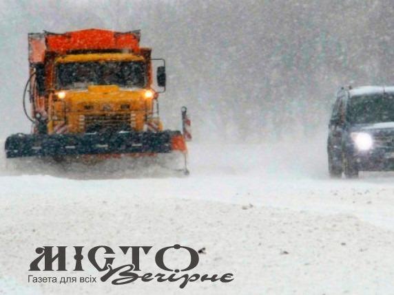 Дороги Волині чистять від снігу понад 40 одиниць техніки