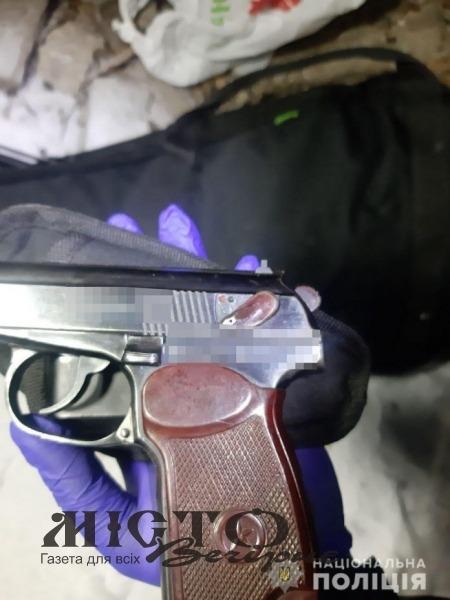 У Запоріжжі 18-річний юнак застрелив знайомого просто у квартирі
