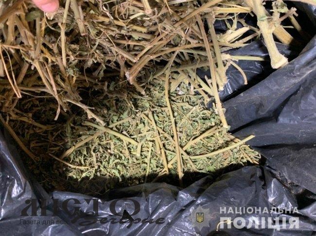 У жителя Нововолинська знайшли майже кілограм наркотиків