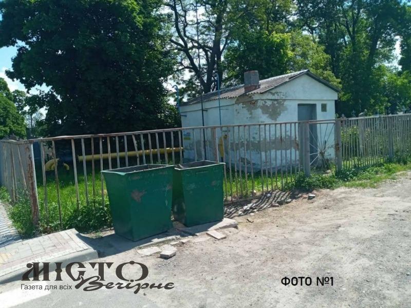 У Володимирі продовжують облаштовувати стихійне сміттєзвалище на нещодавно відремонтованій вулиці
