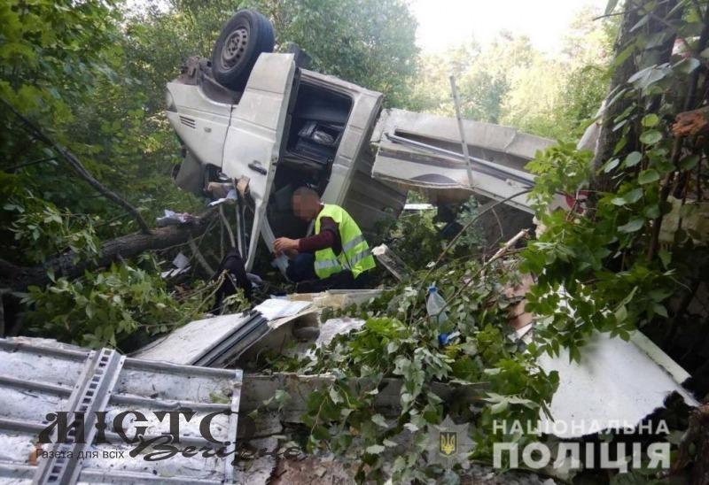 Поблизу Володимира бус злетів в кювет і перекинувся, є постраждалі