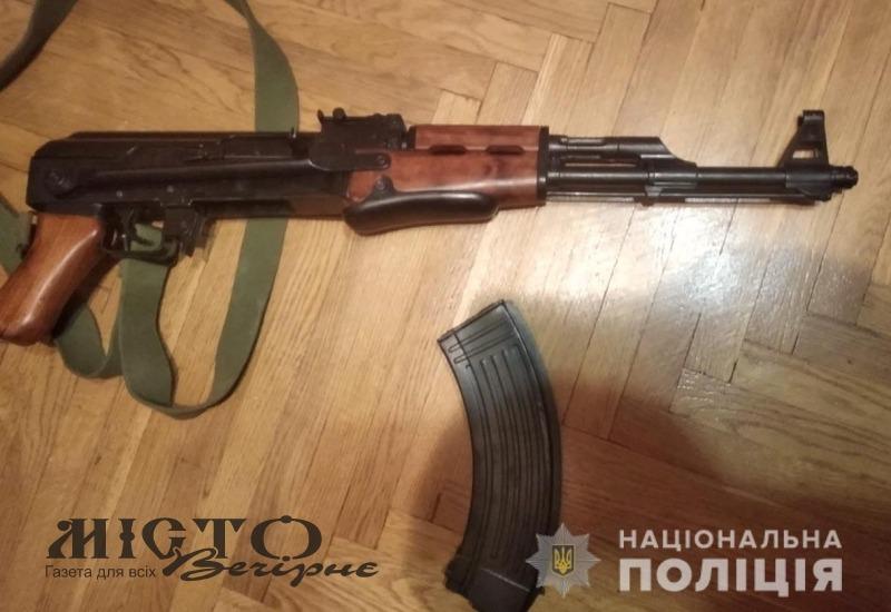 На Волині у затриманних злочинців поліцейські вилучили автомат, пістолет та набої