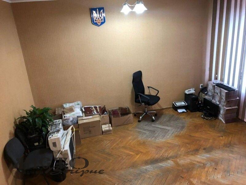 Колишні заступники мера Нововолинська, полишаючи посади, забрали й меблі