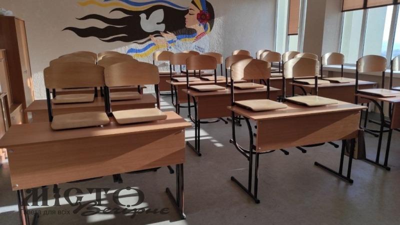 Для школи у селі Зимне закупили сучасні парти і стільці