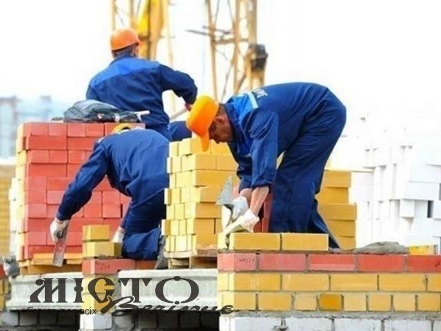 У Польщі на будівництві робітник з України впав з висоти